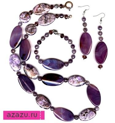 Комплект украшений с натуральными камнями *10849 Комплект украшений из агатов и чароитов.