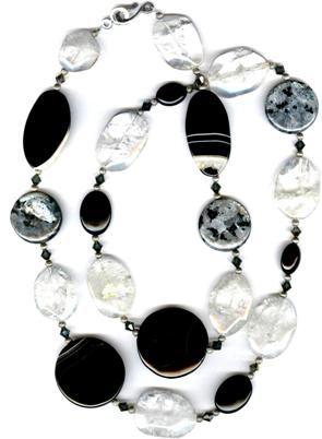 Черное ожерелье из натуральных камней